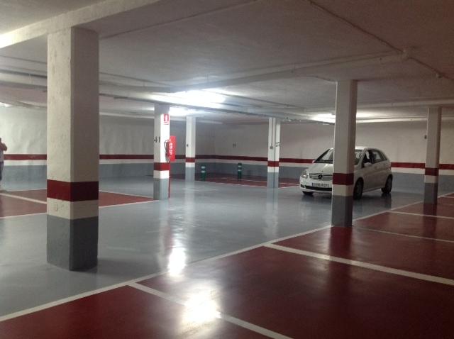 Nuevo pavimento en parking rehabilitado